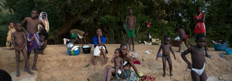 Malians-bathing-in-Gao