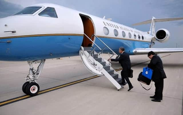 Feingold boarding US Government plane