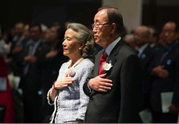 Ban Ki-moon receives the Seoul Peace Prize in South Korea on Oct. 29, 2012. ESKINDER DEBEBE/UN PHOTO