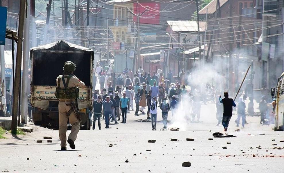 Kashmiri Muslims in Danger as Hindu Politicians Cancel Their