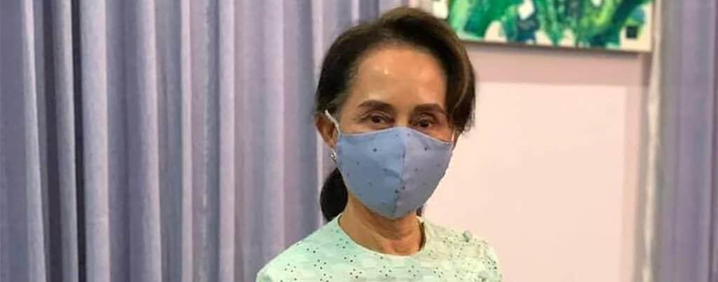 Aung San Suu Kyi wearing a mask